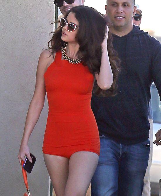 Seksowna Selena Gomez na planie nowego teledysku (FOTO)
