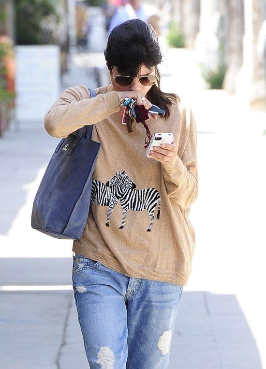 Selma Blair w swetrze z zebrami