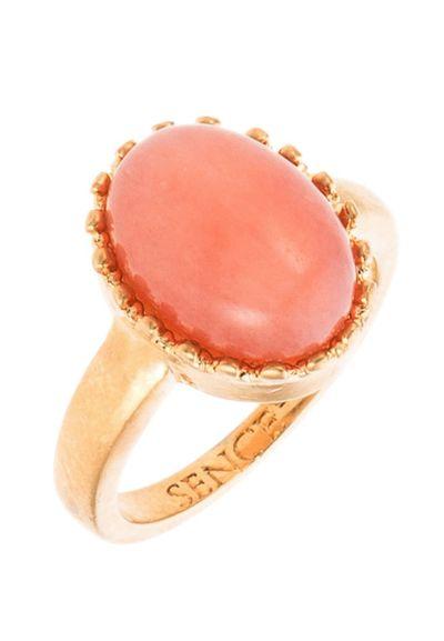 Duży pierścionek z kamieniem - Jesienny przegląd biżuterii