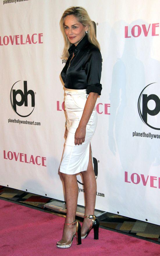Sharon Stone w czarno-białym zestawie na premierze Lovelace
