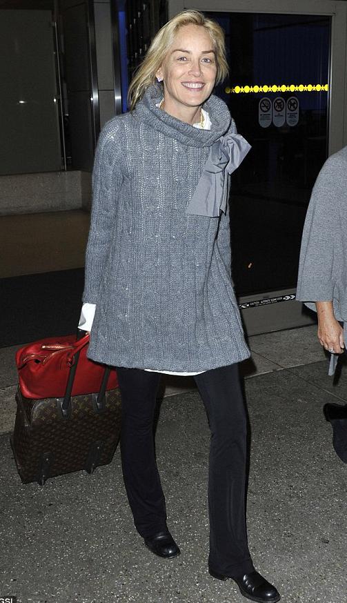 Sharon Stone bez makijażu w swetrze Bizuu (FOTO)