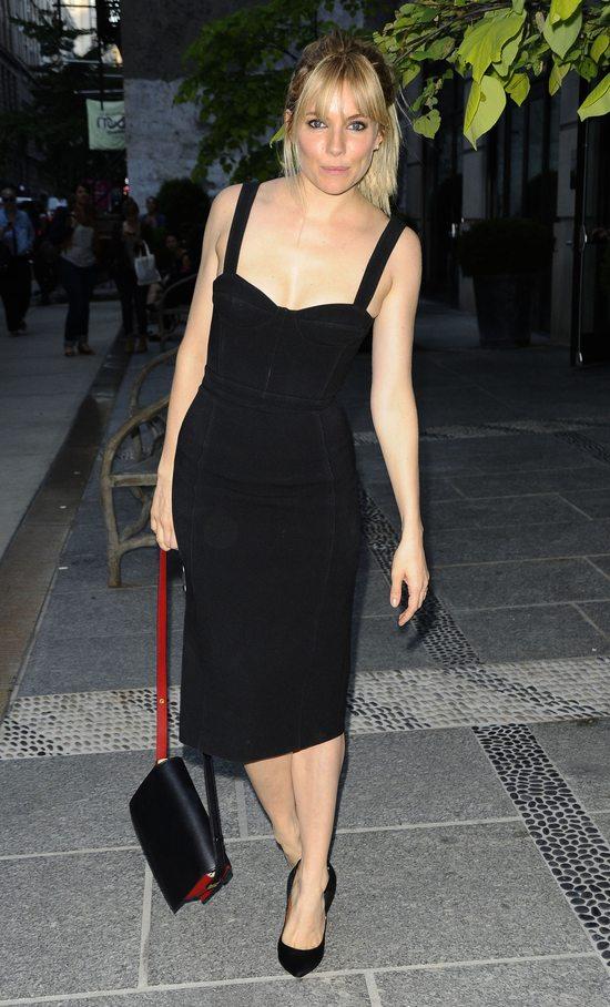 Sienna Miller w Burberry Prorsum (FOTO)