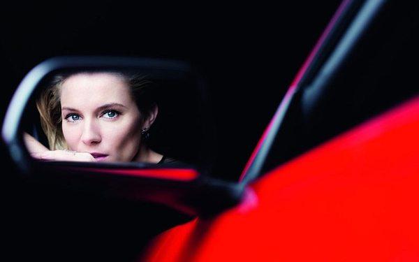 Sienna Miller w kampanii Forda Mustanga