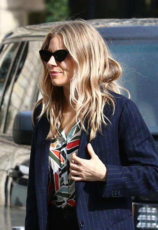 Sienna Miller przyznała się, które kosmetyki dbają o świetną kondycję jej włosów