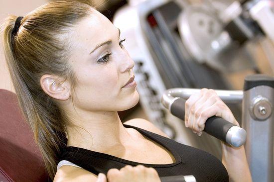 Jak przygotować skórę twarzy przed treningiem?
