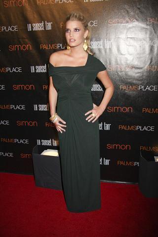 Jessica Simpson projektuje sukienki