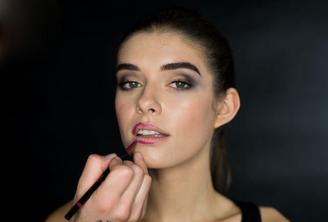 Karnawałowy makijaż w pięciu krokach, którym oczarujesz wszystkich!
