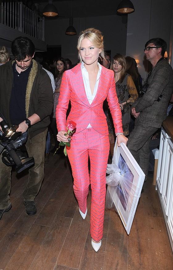 Zosia Ślotała w kolorowym garniturze