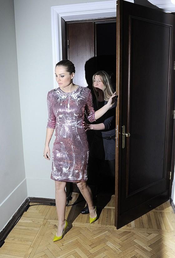 Małgorzata Socha w ciążowej stylizacji na urodzinach Teatru