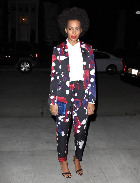 Solange Knowles w kolorowym garniturze