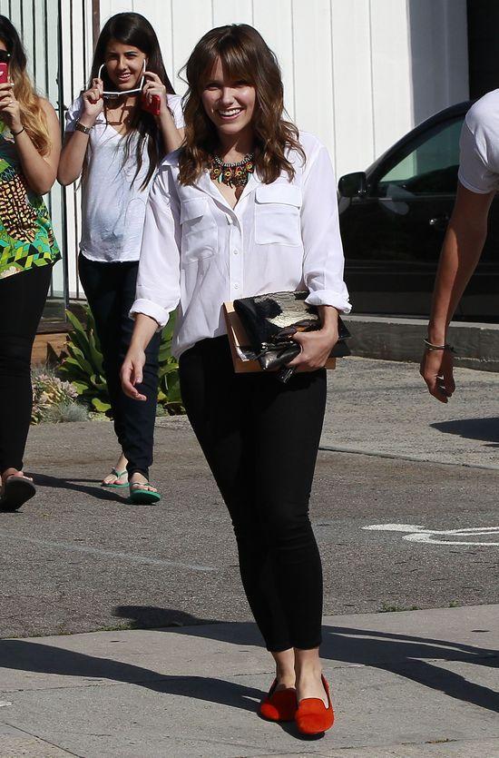 Sophia Bush w białej koszuli