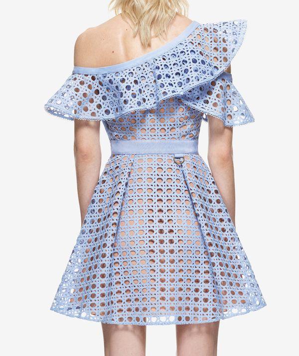 Khloe Kardashian w błękitnej sukience, która... nie kosztuje fortuny! (FOTO)