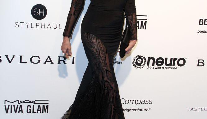 Gwiazda, która pojawiła się w tej sukience na Oscarowej gali ma... 60 lat!