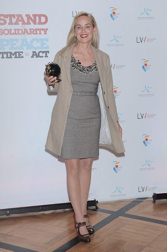 Sharon Stone w popielatej sukience (FOTO)