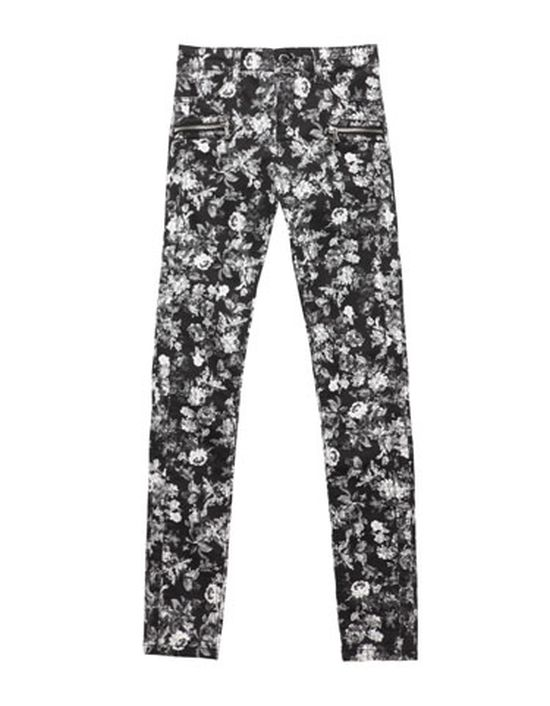 Modne wiosną - spodnie w kwiaty (FOTO)