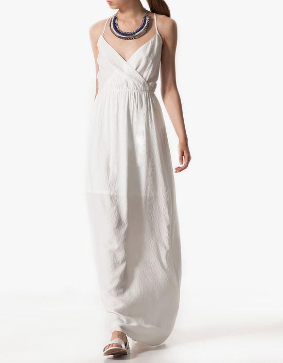 Letnie sukienki maksi - przegląd trendów z sieciówek (FOTO)