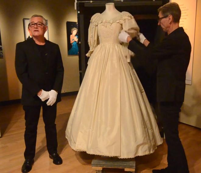 Książę Harry dostał na urodziny suknię ślubną swojej matki
