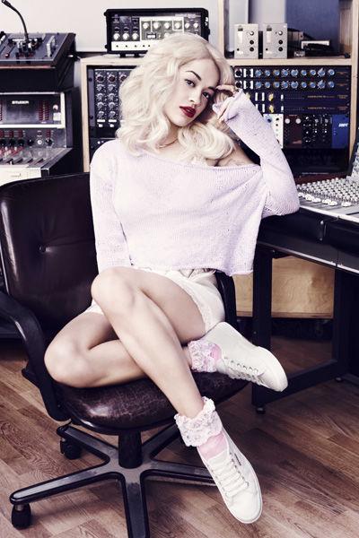 Rita Ora w kampanii marki Superga (FOTO)