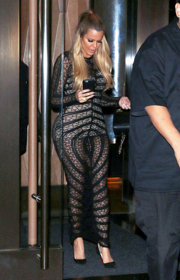 Khloe Kardashian w sukience przypominającej waginę (FOTO)