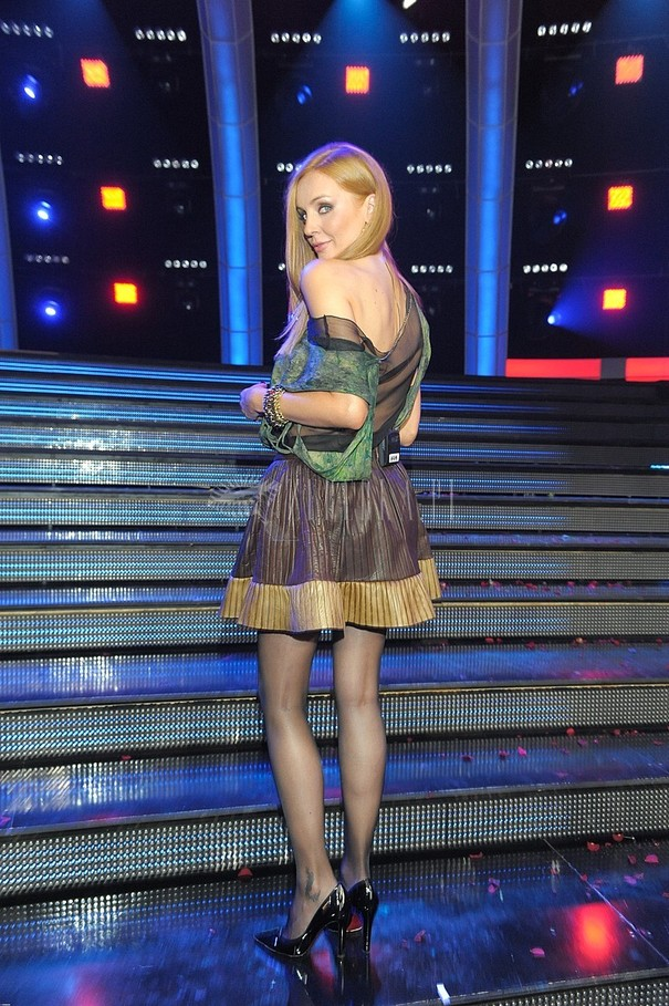 Agnieszka Szulim w błyszczącej spódnicy