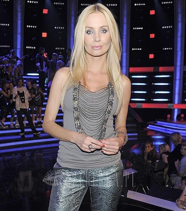 Agnieszka Szulim w brokatowych spodniach