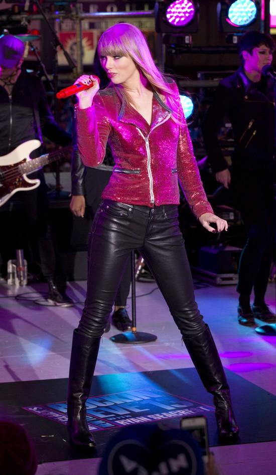 Taylor Swift w skórze i cekinach (FOTO)