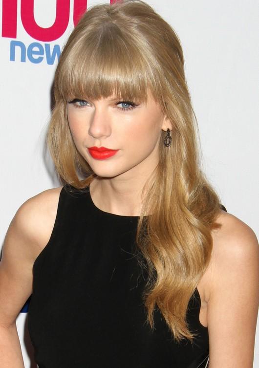 Taylor Swift w małej czarnej (FOTO)