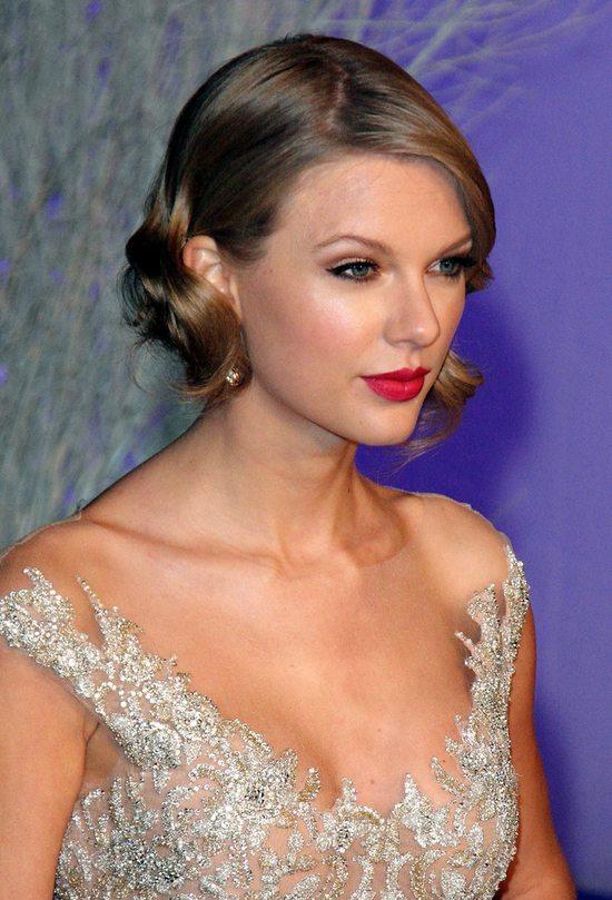 Taylor Swift w zjawiskowej sukni Reem Acra (FOTO)
