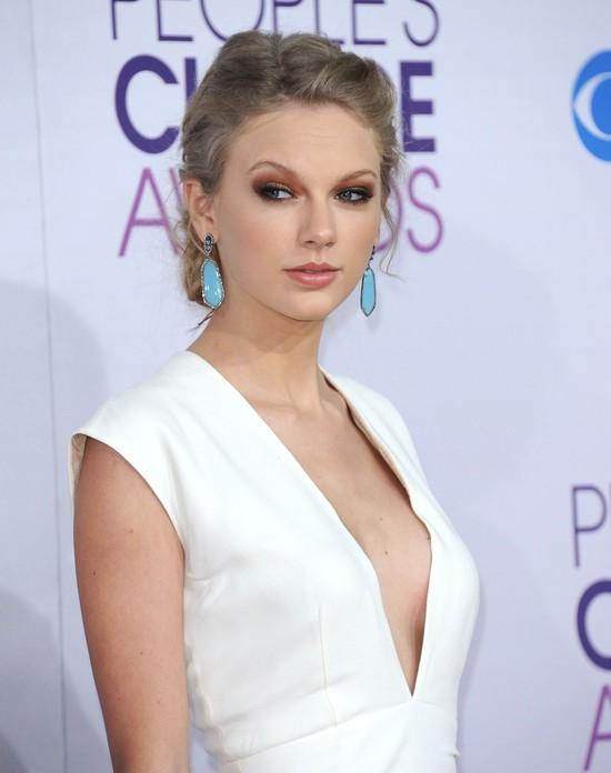 Taylor Swift w sukni marki Ralph Lauren (FOTO)