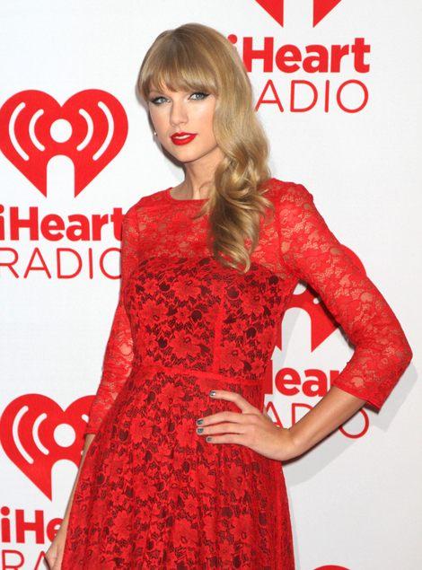 Taylor Swift w czerwonej sukience (FOTO)