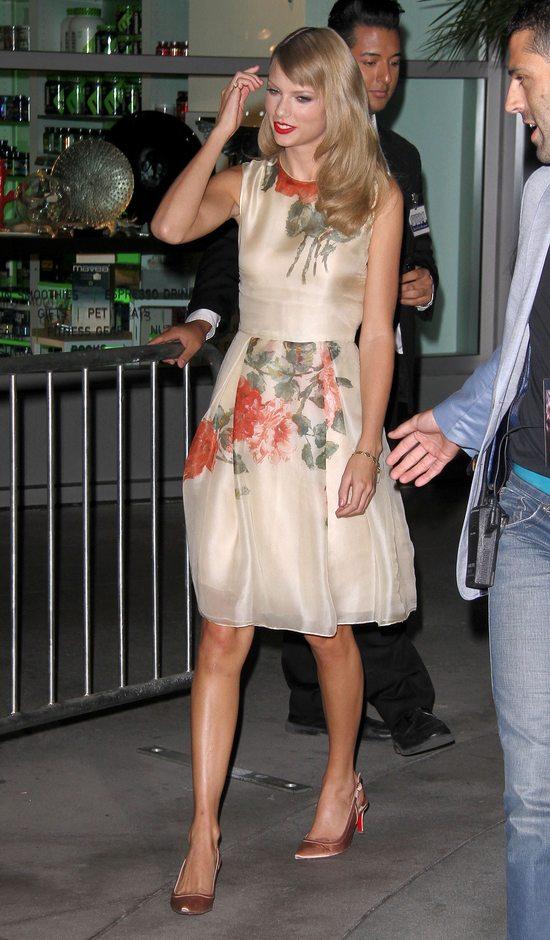 Taylor Swift w romantycznej sukience w kwiaty
