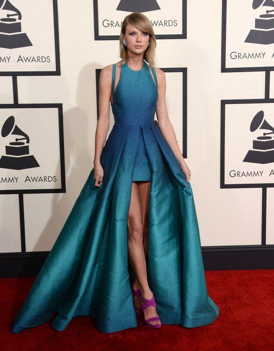 Taylor Swift zaszalała z krojem kreacji na gali GRAMMY 2015