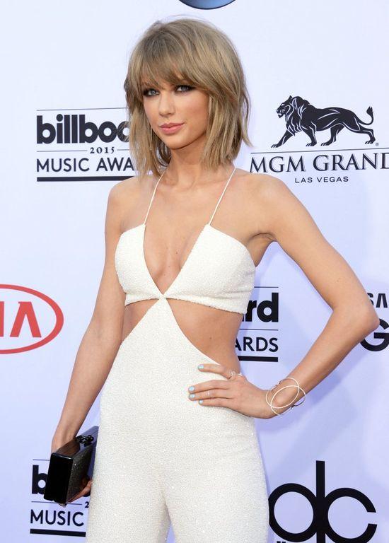 Takiego dekoltu po Taylor Swift na nikt się nie spodziewał!