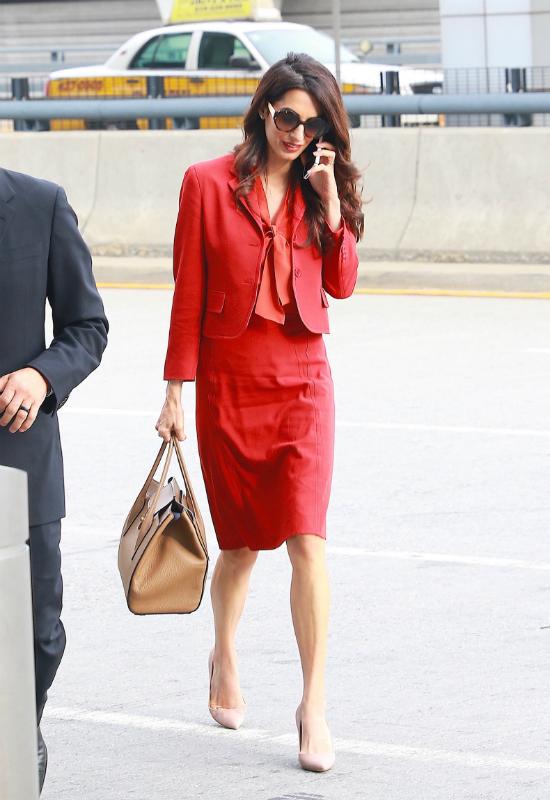 Klasycznie i stylowo! Amal Clooney wraca  do pracy po urlopie macierzyńskim!