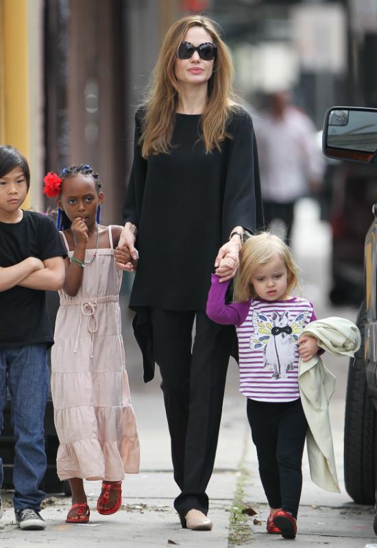 Angelina Jolie zmieniła fryzurę i nabrała kształtów?! Wraca do formy?