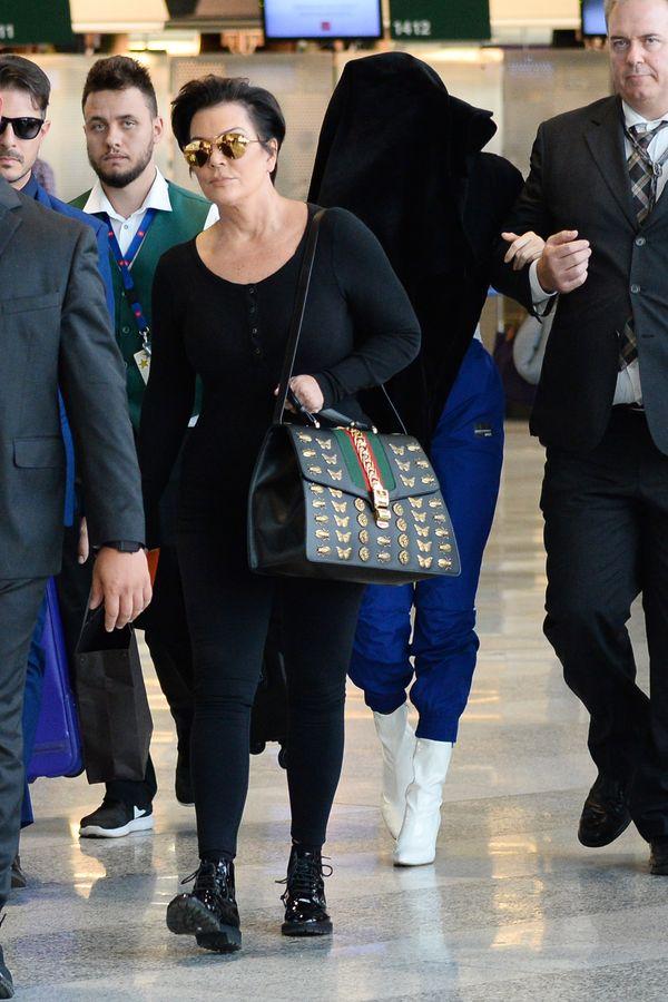 Bagaż podręczny? Torba Kris Jenner jest warta małą fortunę! (FOTO)