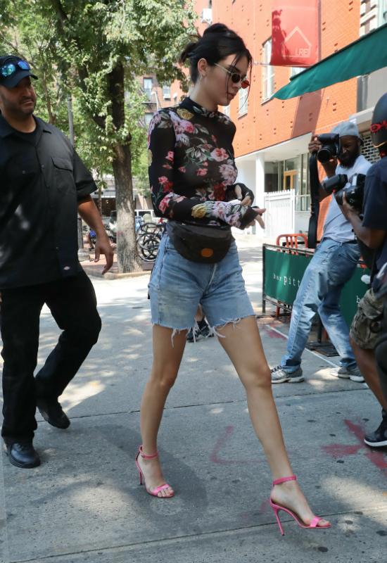 Co się stało z twarzą Kendall Jenner?! Gigantyczne usta i zmiany trądzikowe…