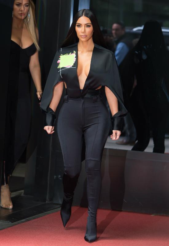 Kim Kardashian w najmodniejszych szortach tej jesieni?! Nie za zimno?!