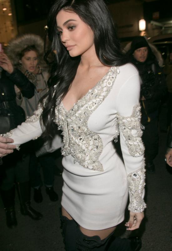Kylie Jenner chce wywołać kolejny skandal? Na Instagramie pozuje w...