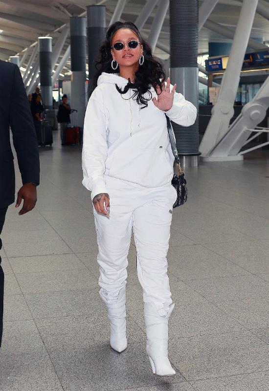 Dlaczego Rihanna nazywa swoją linię kosmetyków w ten sposób?? Sprawdźcie!