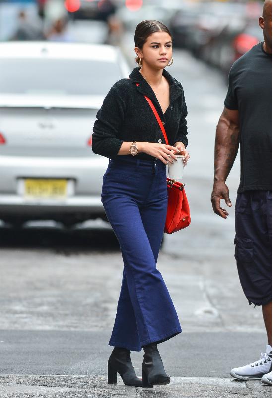 Selena Gomez łączy najmodniejsze buty sezonu z parą wyjątkowych spodni