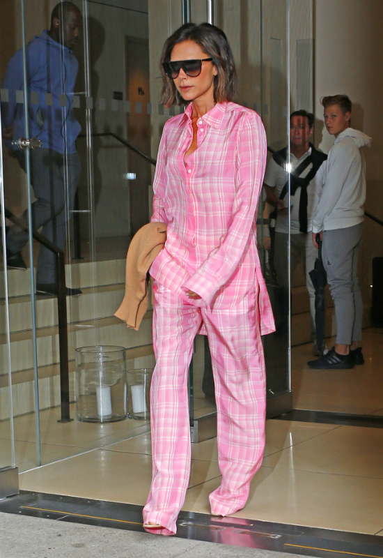 Na spacer po Nowym Jorku Victoria Beckham założyła… piżamę!