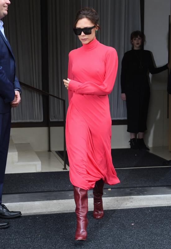 Zapomnijcie o skinny jeansach! Victoria Beckham pokaże Wam, co nosi się teraz!