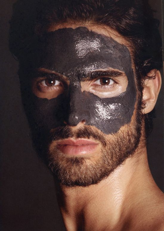Przystojny Juan Betancourt w kampanii kosmetyków Toma Forda
