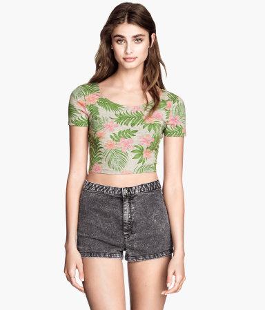 Krótkie bluzki na lato - przegląd sieciówek (FOTO)