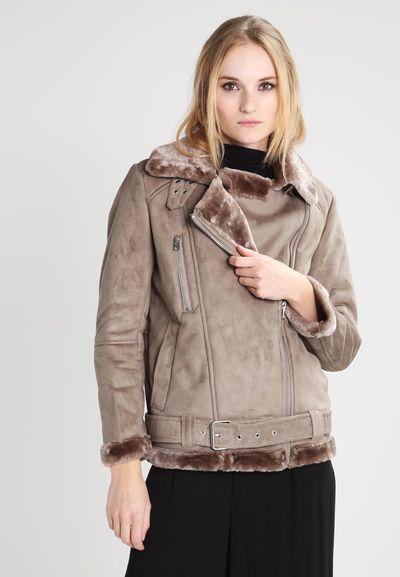 Hit na zimę - Modna kurtka ramoneska z kożuszkiem w kilku wydaniach (FOTO)