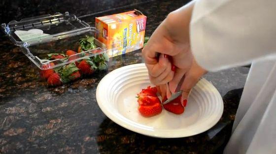Jak wybielić zęby w 5 minut przy pomocy truskawek? (VIDEO)