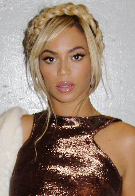 Jak zrobić warkocz koronę w stylu Beyonce? (FOTO)