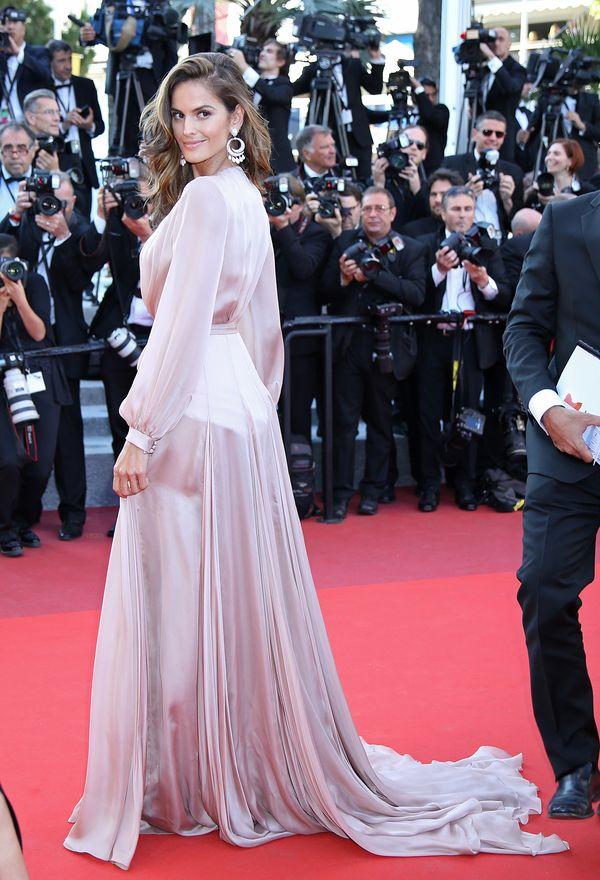 Izabel Goulart zachwyca na czerwonym dywanie w Cannes