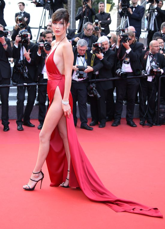 Bella Hadid przesadziła? W Cannes pojawiła się prawie nago
